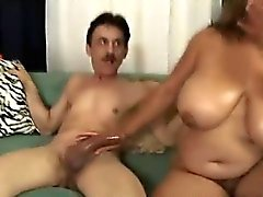 Chubby Latina Loves Oral Job