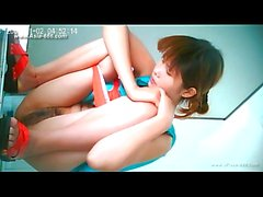 chinese girl go to toilet.23