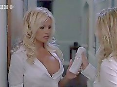 Pamela Anderson and Jenny McCarthy in Scary Movie 3