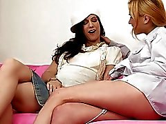 Justine And Sheridan Fingering Ectasy