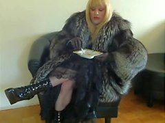 Smoking Mistress in fur