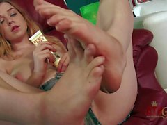 Barefoot kitty Alaina Fox plays with herself