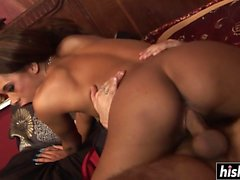 Tattooed chick gets her pussy plowed