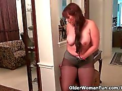 Pantyhose make mom Lauren's pussy scream for attention