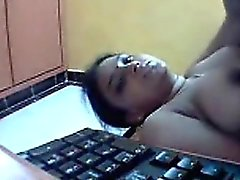 Indian Naked on Camera Fingering her Pussy