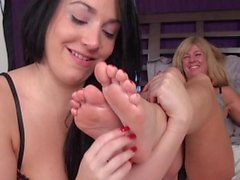 Pleasure of the Sole MILF feet worship