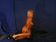 blondine, unterwäsche, piercings, sologirl, striptease