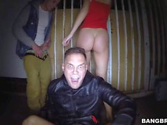 Public threesome in the dark with Lynna Nilsson