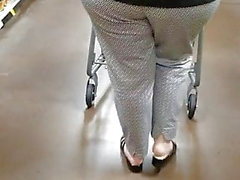 Mature lady with nice ass in supermarket