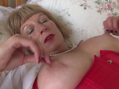Gorgeous grandmother with massive Tillie from 1fuckdatecom