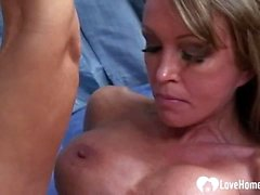 Deepthraoting babe gets her pussy plowed as well