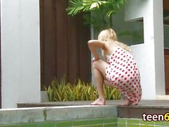 blond, masturbation, piscine, fille solo, spycam