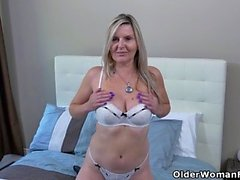 American milf Alby finger fucks her ass