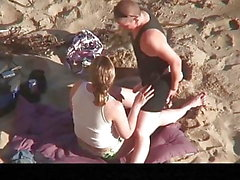 Estrangeiro - Hidden Cam Couple, two lesbians sex in beach