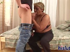 Fat granny has her pussy pummeled
