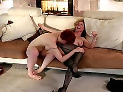 Nina Hartley and Lily Cade lez fingering