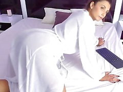 Big Ass in Nightgown Shaking