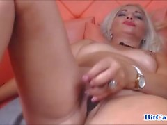 Blonde milf hot orgasm in webcam chat