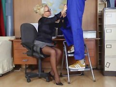 Gorgeous horny blonde secretary sucks off workmans big spunking cock tool