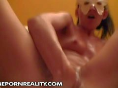 Amateur masked bitch is fisting her twat