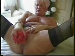 Watch anal contractions of this old slut ! Amateur
