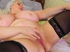 BBW Alice knows how to masturbate properly