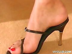 Blue eyed siren shows her high heels
