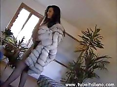 Vulgar Italian sko with a taboo kitten gives her husband a surprise