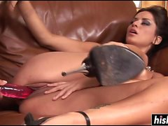 Incredible lesbians pleasure each other's slits