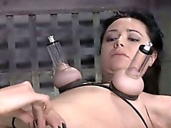 Breastbound sub punished by clothespins