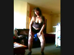 Cam: Mature dance to Webcam