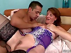 Granny gets her pussyhole slurped