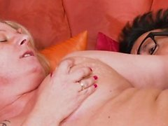 HITZEFREI German MILF has her pussy stuffed