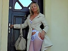 Sexy MILF poses in pantyhose